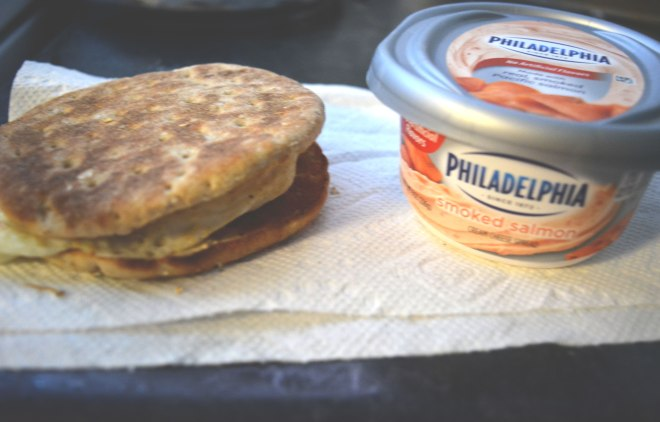 horiz_sandwich_cream_cheese